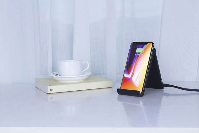 Duo_Slim_Wireless_Charging_Dock_Deco1
